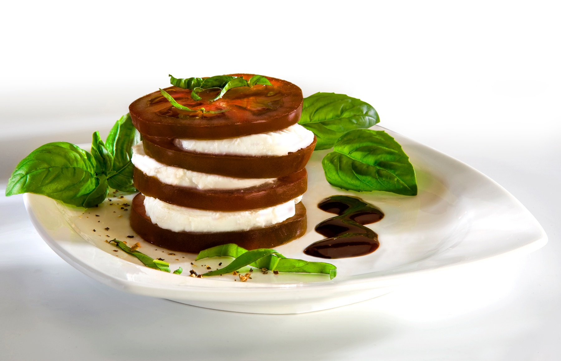 SUNSET® Kumato™ Caprese Salad